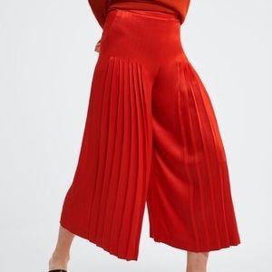 Zara Wide Leg Cropped Pleated Culottes Red L